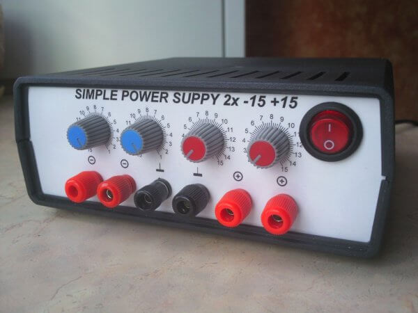 Simple symmetrical power supply